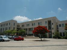 """בניין בית הספר לכלכלה ע""""ש איתן ברגלס"""